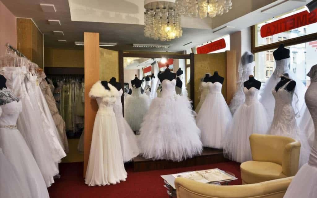 Svatebni salon a pujcovna spolecenskych satu - TopNevesta