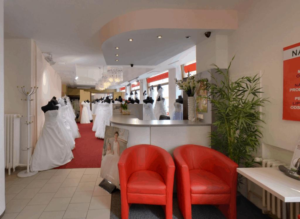 Svatebni salon a pujcovna spolecenskych satu - TopNevesta_recepce